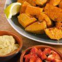 Gegrillte Süßkartoffeln mit Erdbeer-Salsa