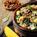 Quinoa-Salat mit Pfirsich-Salsa