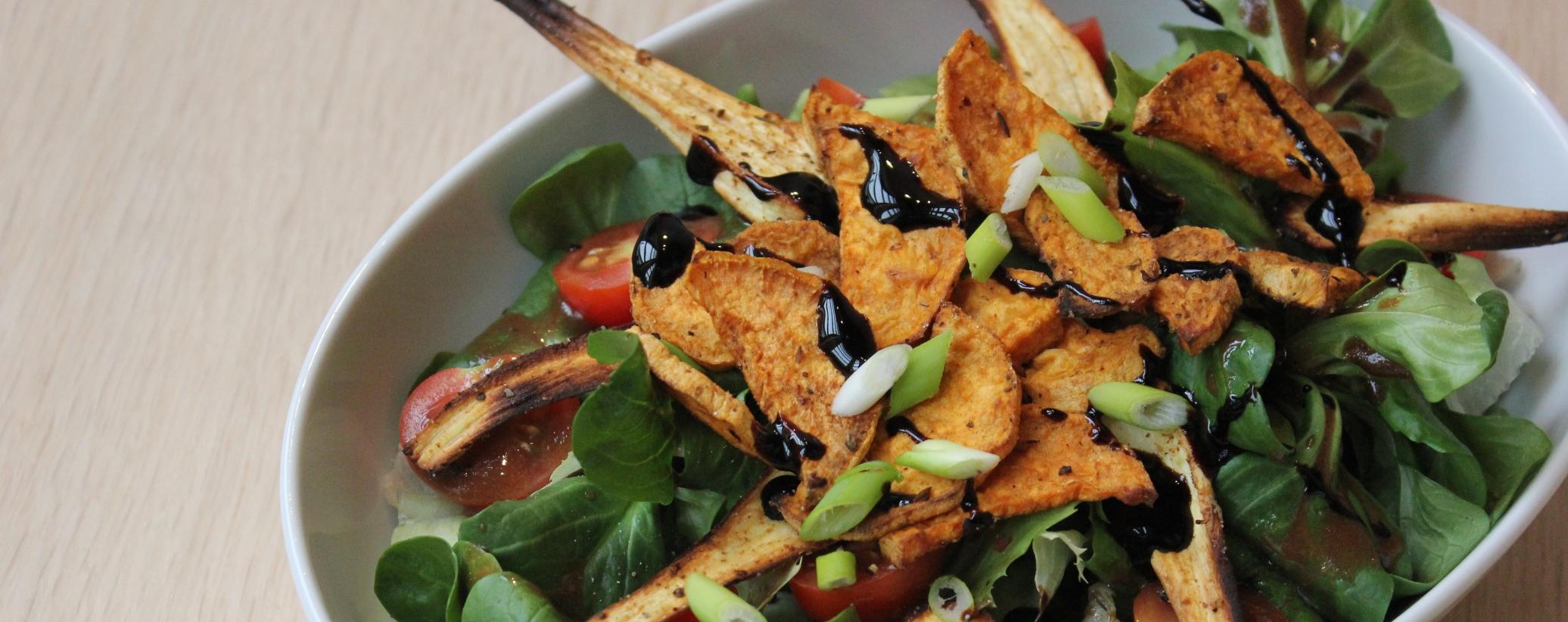 salat mit s kartoffel und pastinaken chips vegan taste week. Black Bedroom Furniture Sets. Home Design Ideas