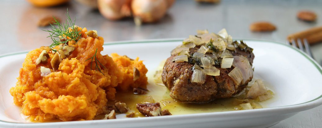 Seitan-Steaks mit Beurre Blanc Sauce an Süßkartoffelbrei