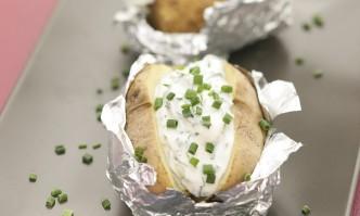 Ofenkartoffeln mit »Kräuterquark«