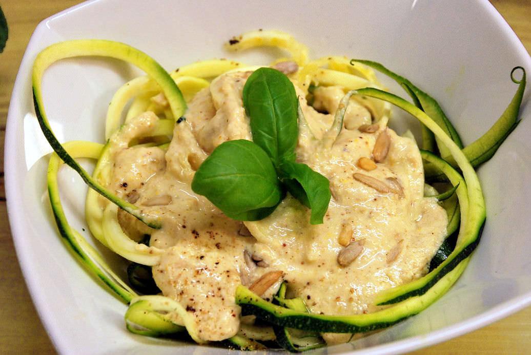 Zucchininudeln mit Cashew-Soße