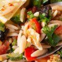 Kritharaki Salat mit getrockneten Pflaumen