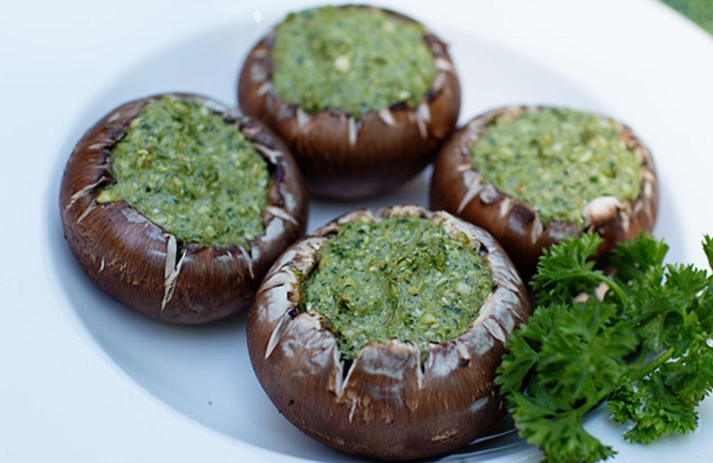 Gefüllte Pilze mit Pistazien-Kräuter-Pesto